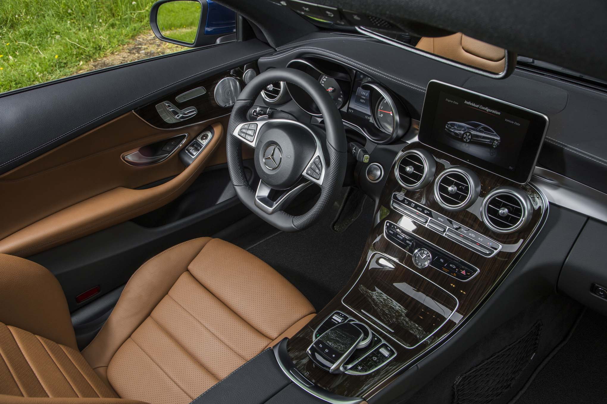 2017 Mercedes Benz C300 Coupe Interior View 04 Bcic